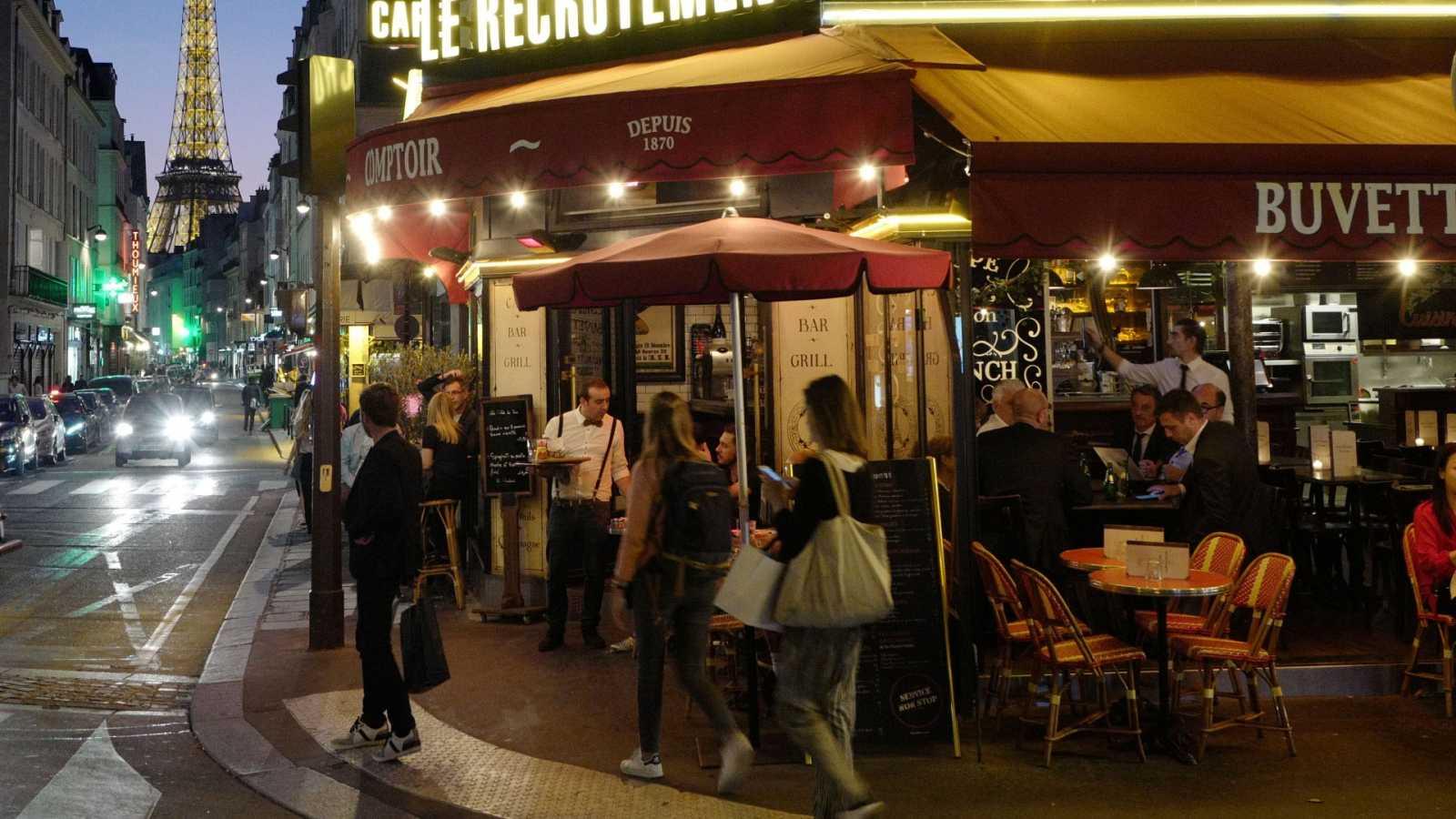 """Francia inicia una nueva fase de desconfinamiento con la mayor parte del país en """"zona verde"""""""