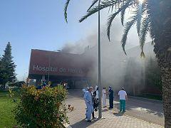 Un incendio en el sótano del Hospital del Hellín obliga a desalojar a 150 personas