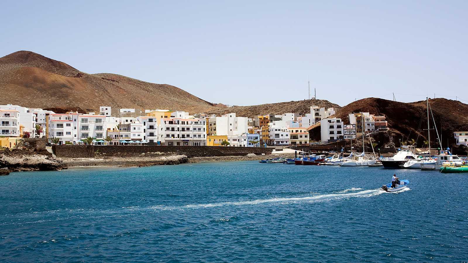 Las islas canarias de La Gomera, El Hierro y La Graciosa, además de la isla balear de Formentera pasarán el próximo lunes a la Fase 3 de la desescalada, dada la buena evolución de la epidemia de coronavirus en ellas. Las cuatro islas llevan al menos