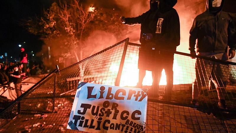 Tercera noche de disturbios en Minneapolis por la muerte de un afroamericano