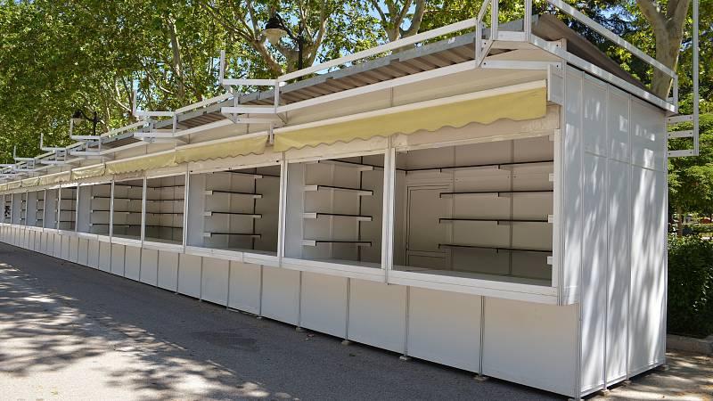 Una de las citas culturales del año es la Feria del Libro de Madrid. Tenía que inaugurarse este viernes, pero la pandemia de coronavirus también ha confinado a las casetas y a los escritores... Se celebrará en otoño si es posible, aunque los organiza