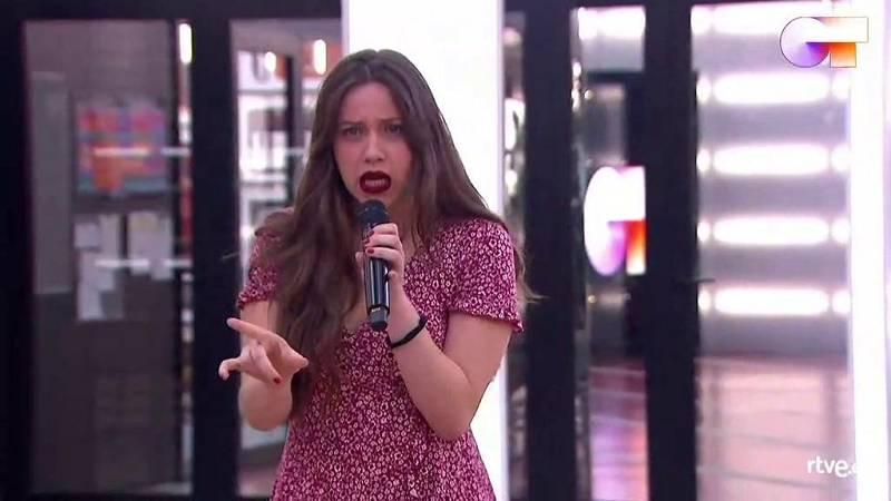 """Eva y La Casa Azul cantan """"El momento"""", de La Casa Azul, en el primer pase de micros de la Gala 12 de Operación Triunfo 2020"""