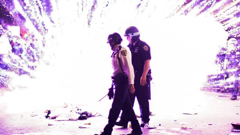 Incendios y edificios destruidos en la quinta noche de protestas por la muerte de Floyd