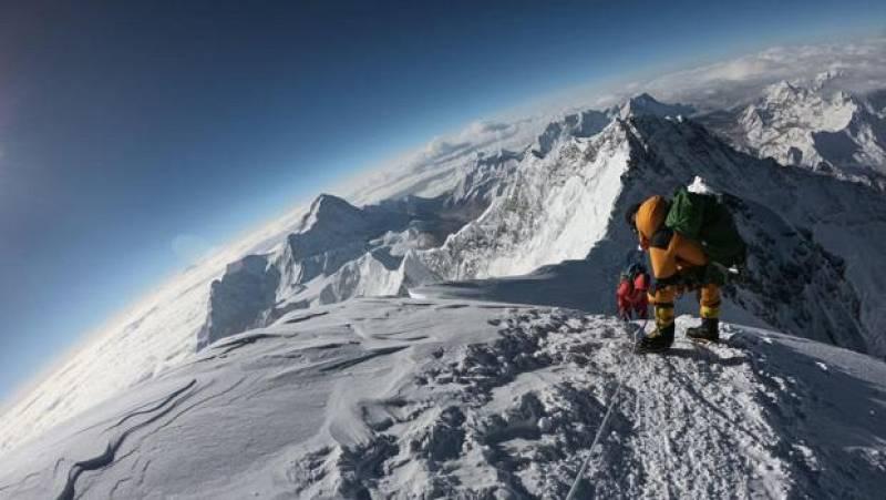 Primera cima del Everest en tiempos de coronavirus