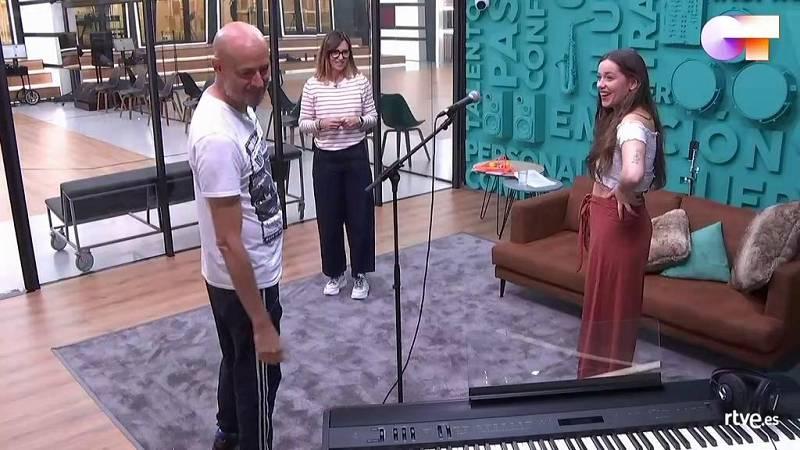Guille Milkyway se encuentra con Eva para ensayar su canción de la Gala 12