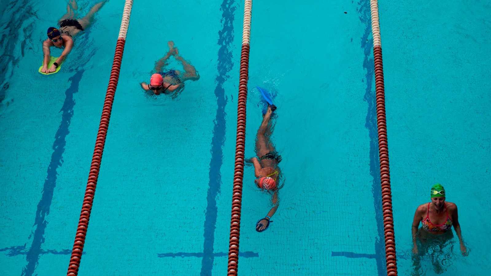 Las piscinas de toda España abren únicamente para uso individual o deportivo