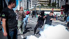 Partidarios y detractores de Bolsonaro se enfrentan en medio de la pandemia