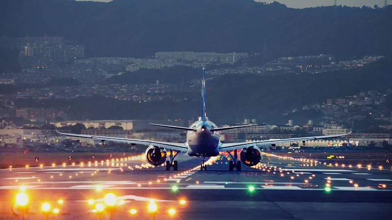 Consumo denuncia a 17 aerolíneas
