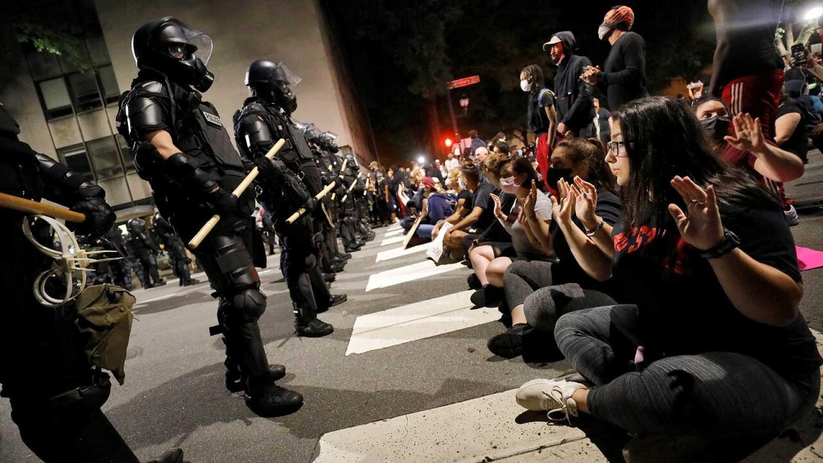 Continúan las protestas en EE.UU. una semana después de la muerte de George Floyd