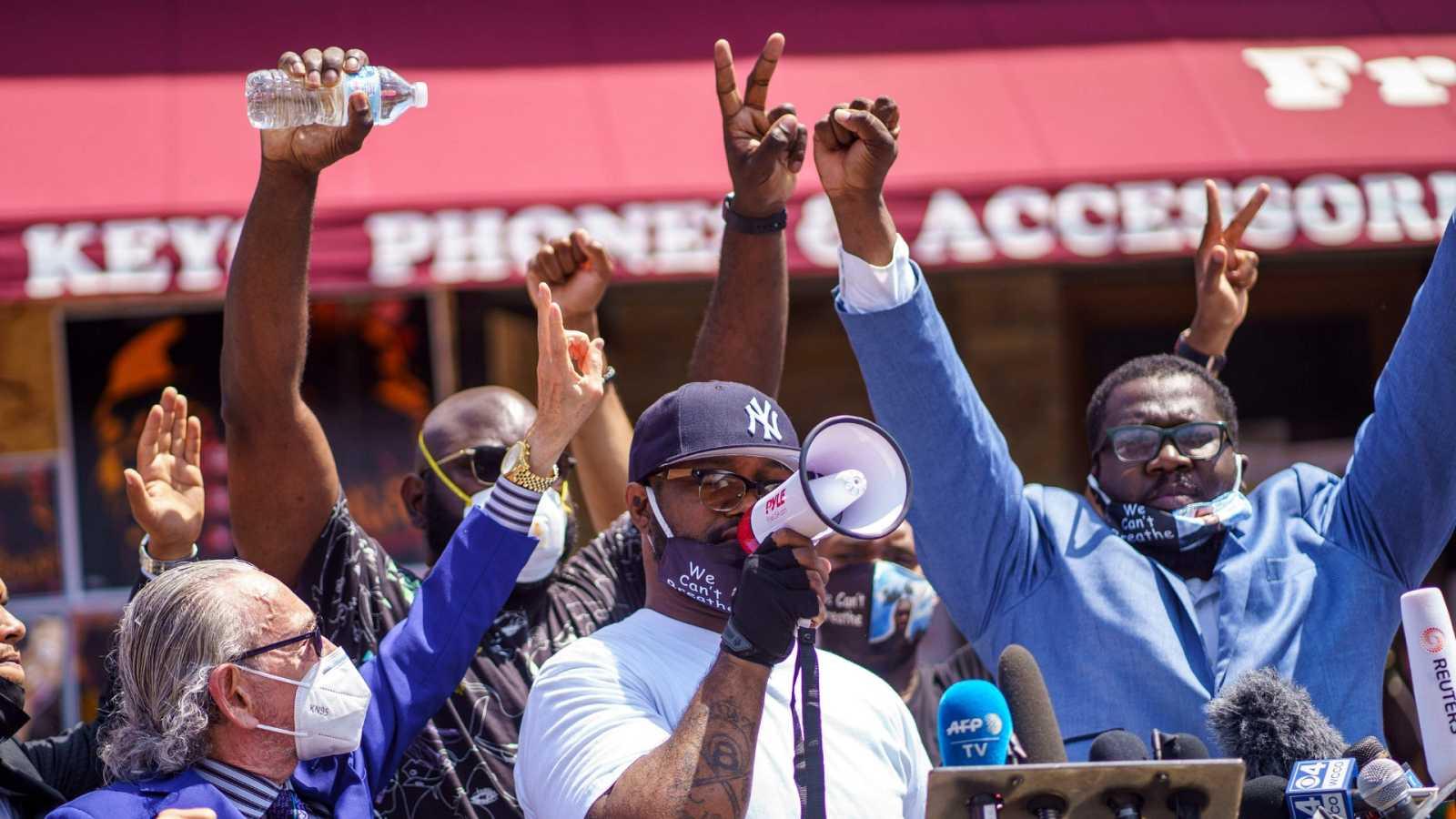 Crece la indignación pacífica por el caso George Floyd más allá de los disturbios