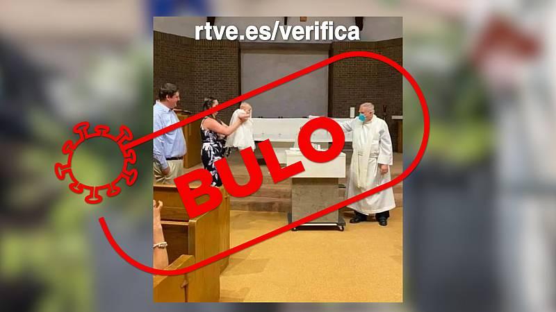 ¿Un bautizo con una pistola de agua?