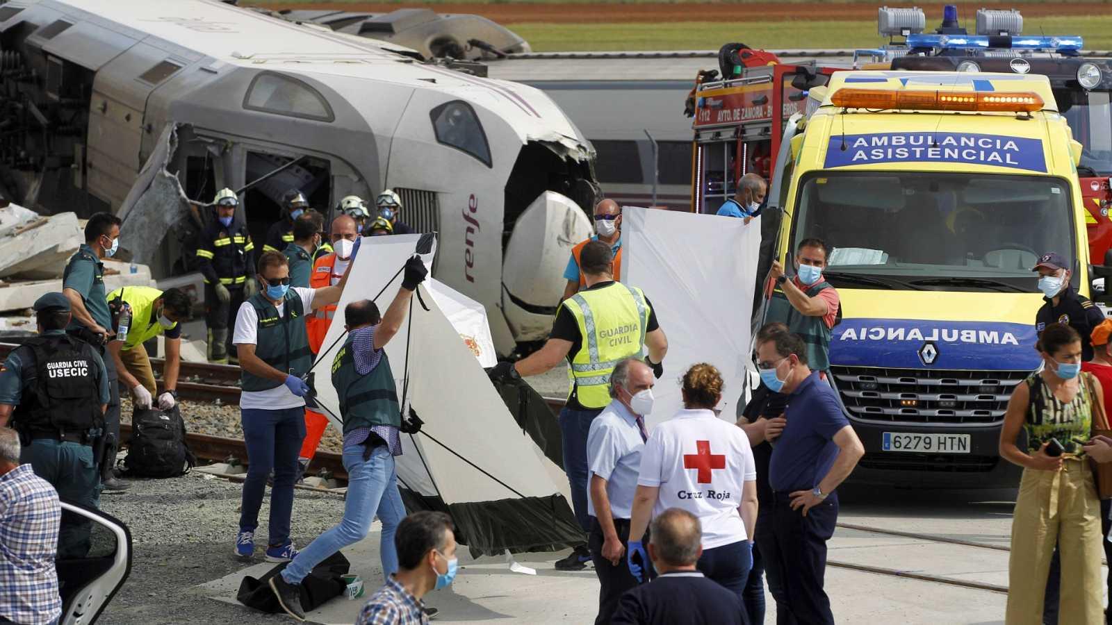 Dos fallecidos y un herido grave al descarrilar un tren Alvia tras chocar con un vehículo