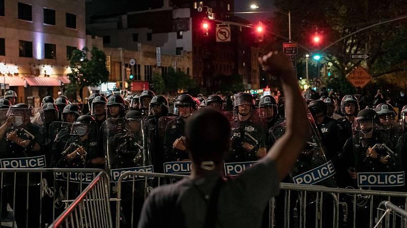 Octava jornada de protestas en EE.UU. más pacífica, aunque se siguen desafiando los toques de queda