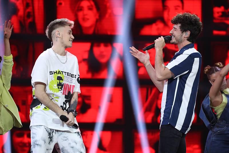 "Miki Núñez y Hugo cantan ""Me vale"", de Miki Núñez, en la Gala 12 de Operación Triunfo 2020"