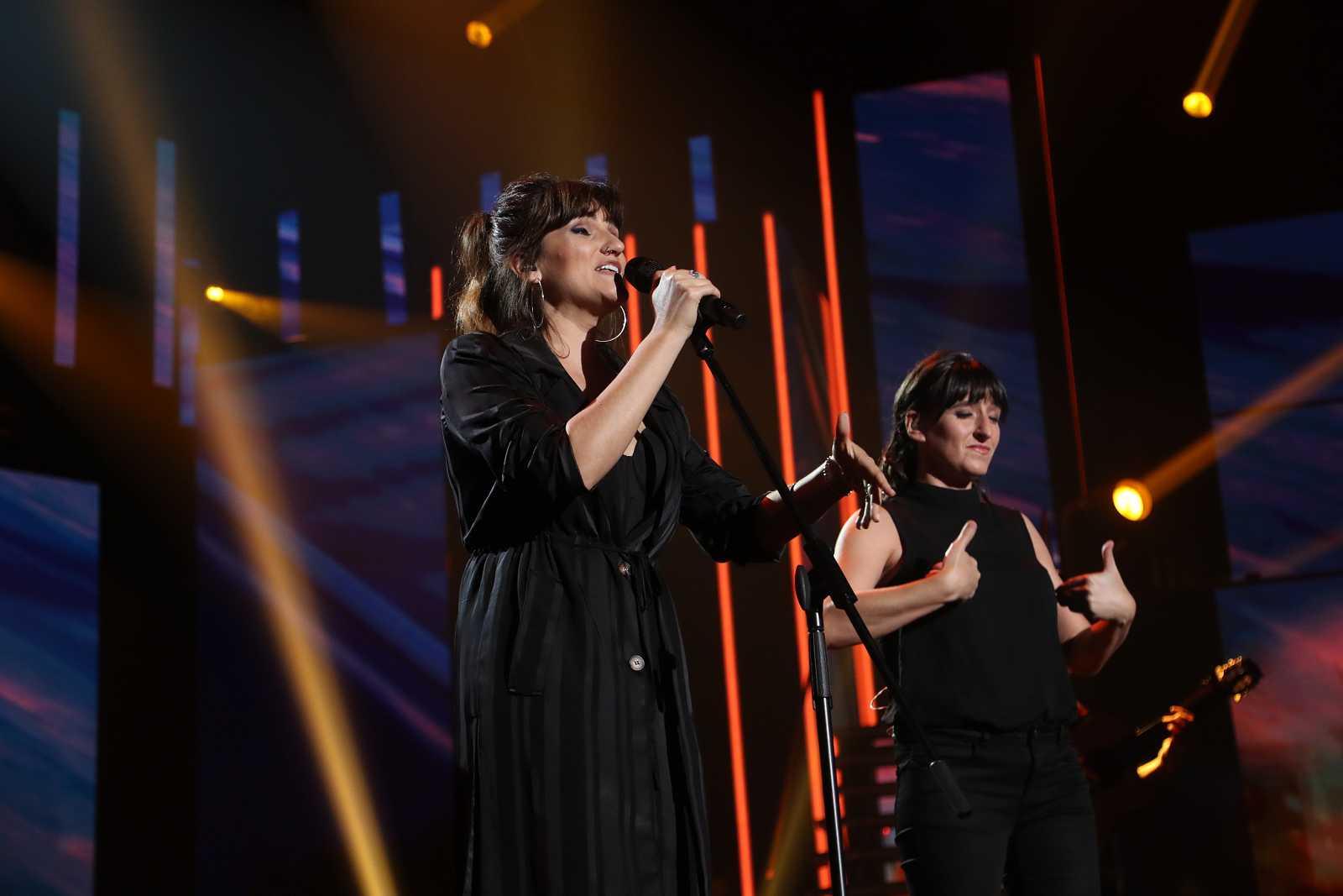 "Rozalén cantan ""Este tren"" en la Gala 12 de Operación Triunfo 2020"