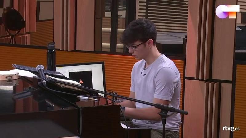 Flavio toca en soledad en la sala del piano tras mandar un mensaje a Samantha y Maialen en OT 2020