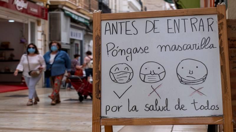 Multas de entre 600 y 2.500 euros en Murcia por tirar mascarillas y guantes al suelo