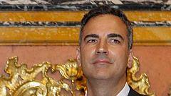 """Montero defiende el """"currículum brillante"""" de Carnicero"""