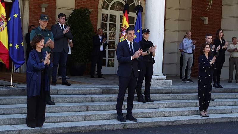 Este viernes es el último de los diez días de luto oficial que decretó el Gobierno en recuerdo de los fallecidos por la pandemia de coronavirus... Ha sido el periodo de luto más largo de la democracia española. A las 12:00 horas, se ha guardado un mi