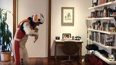 Así entrena el piloto Juan Velarde vuelo acrobático en el salón de casa