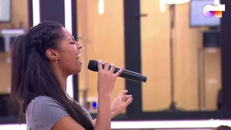 """Nia canta """"8 maravillas"""", de Nia, en el primer pase de micros de la Gala Final de Operación Triunfo 2020"""