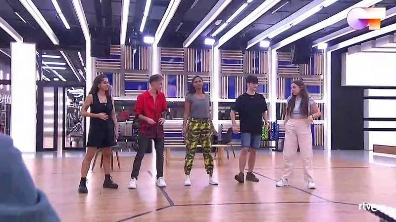 """OT 2020 canta """"Sal de mí"""", de OT 2020, en el primer pase de micros de la Gala Final de Operación Triunfo 2020"""