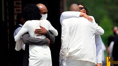 Familiares y amigos despiden a George Floyd durante un funeral privado en Carolina del Norte