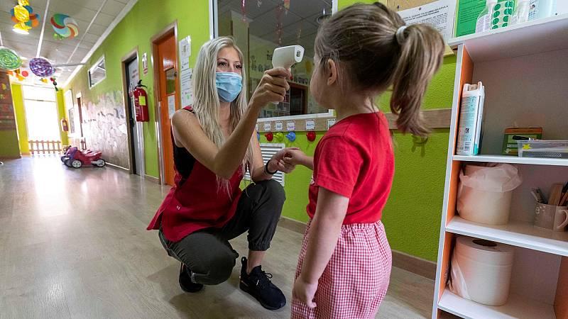 Las personas vulnerables deben limitar su contacto con niños por su mayor cantidad de comportamientos de riesgo