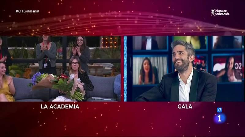 Roberto manda un ramo de flores a Noemí por sorpresa en la Gala Final de OT 2020