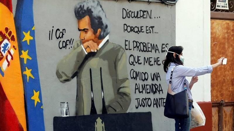 Camisetas, mascarillas, bolsas de playa y grafitis: el fenómeno fan de Fernando Simón
