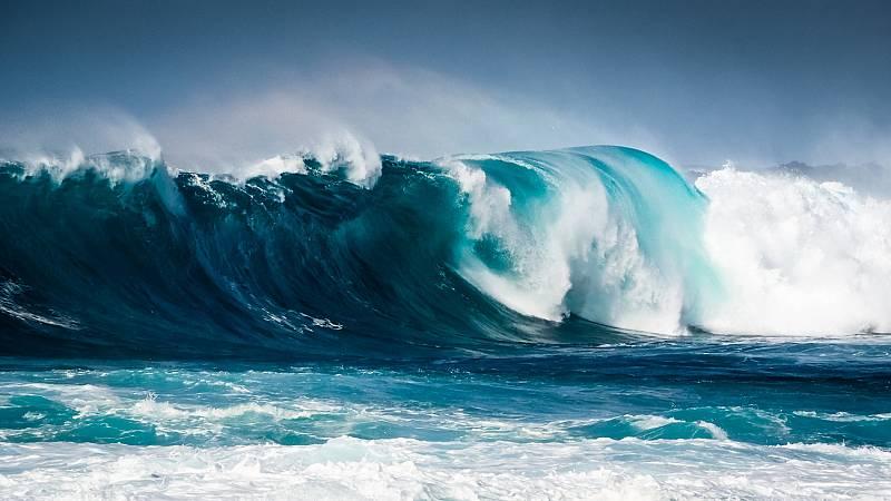 El Gobierno de Canarias quiere declarar las olas de Lanzarote como patrimonio natural