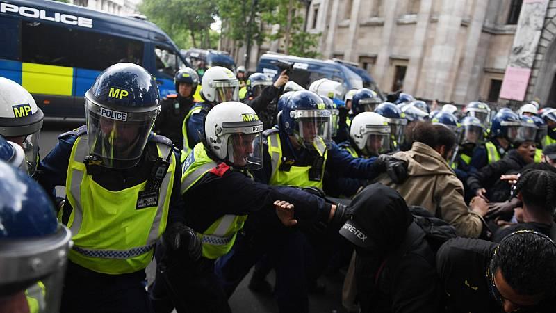 Incidentes en Londres entre manifestantes antirracistas y grupos ultras