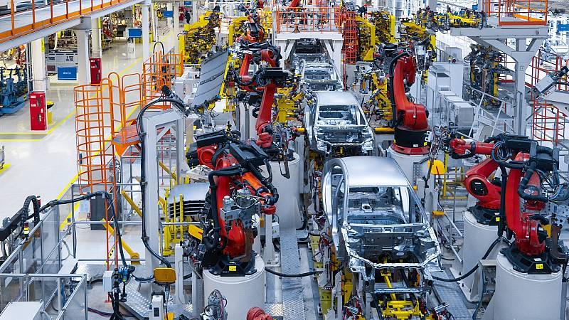 El presidente del Gobierno anuncia un plan para el sector de la automoción con un presupuesto de 3.750 millones