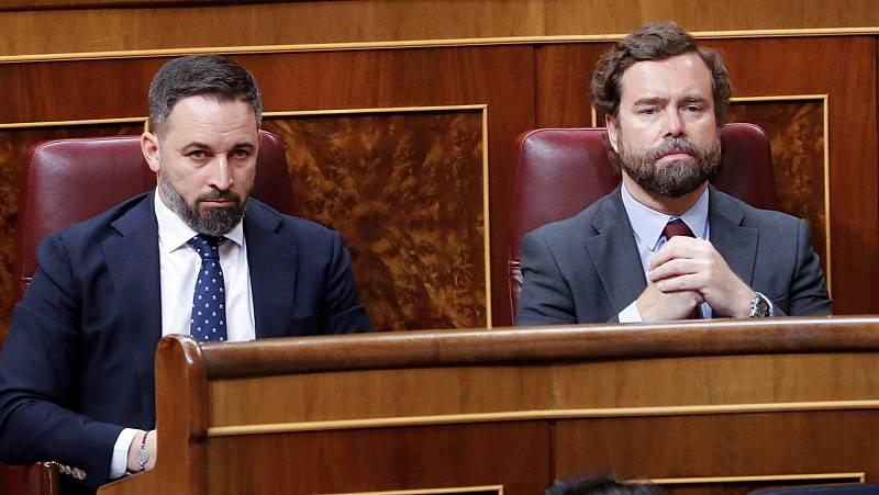 """Sánchez ve """"imposible"""" sumar a Vox a pactos de unidad y Abascal le reprocha que """"calle"""" ante los """"ataques"""" de su vicepresidente Iglesias a la Corona"""