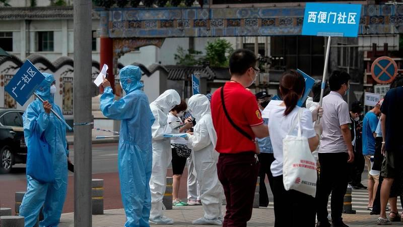 Pekín eleva el nivel de alerta ante el nuevo rebrote de coronavirus