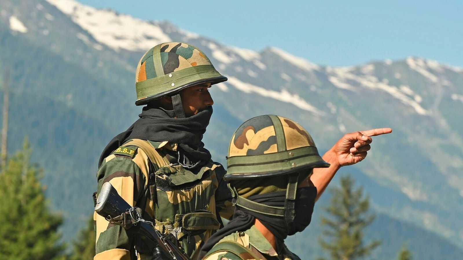 """India y China acuerdan una manejo """"responsable"""" de la crisis fronteriza"""