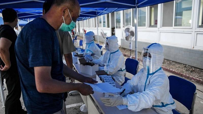 Pekín extrema las medidas contra el nuevo brote de coronavirus que afecta ya a nueve distritos de la ciudad