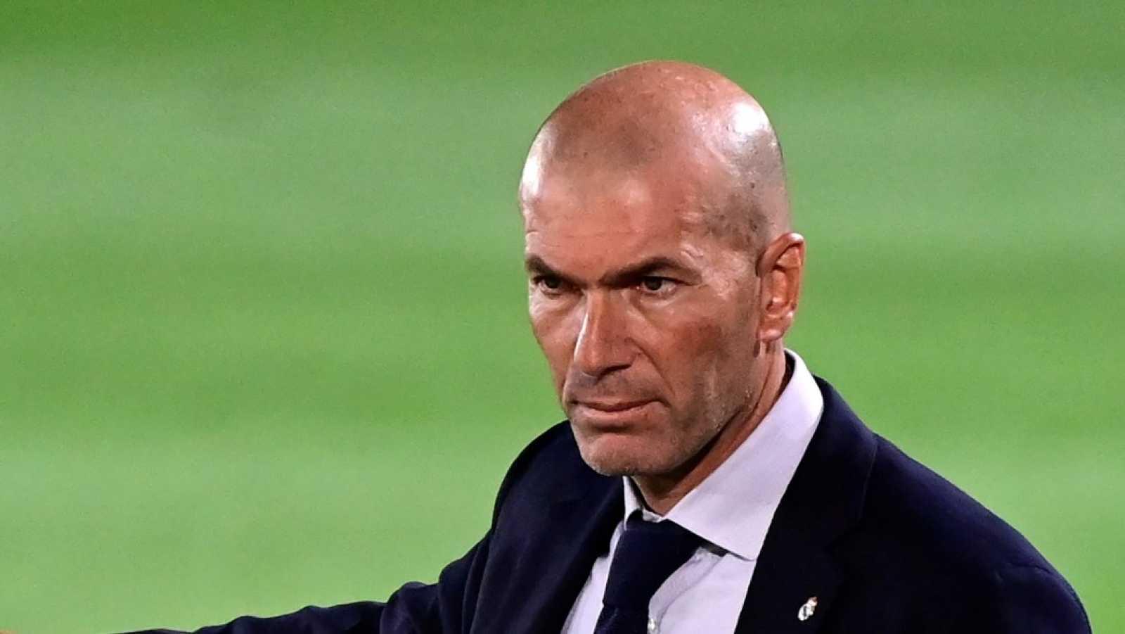 """Zidane: """"No creo que nos estén favoreciendo los árbitros"""""""