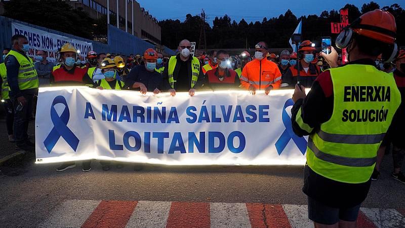 Los trabajadores de Alcoa organizan una manifestación nocturna contra el cierre de la planta
