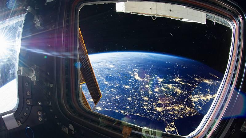 Once alumnos de un instituto de Badajoz contactan con la tripulación de la Estación Espacial Internacional