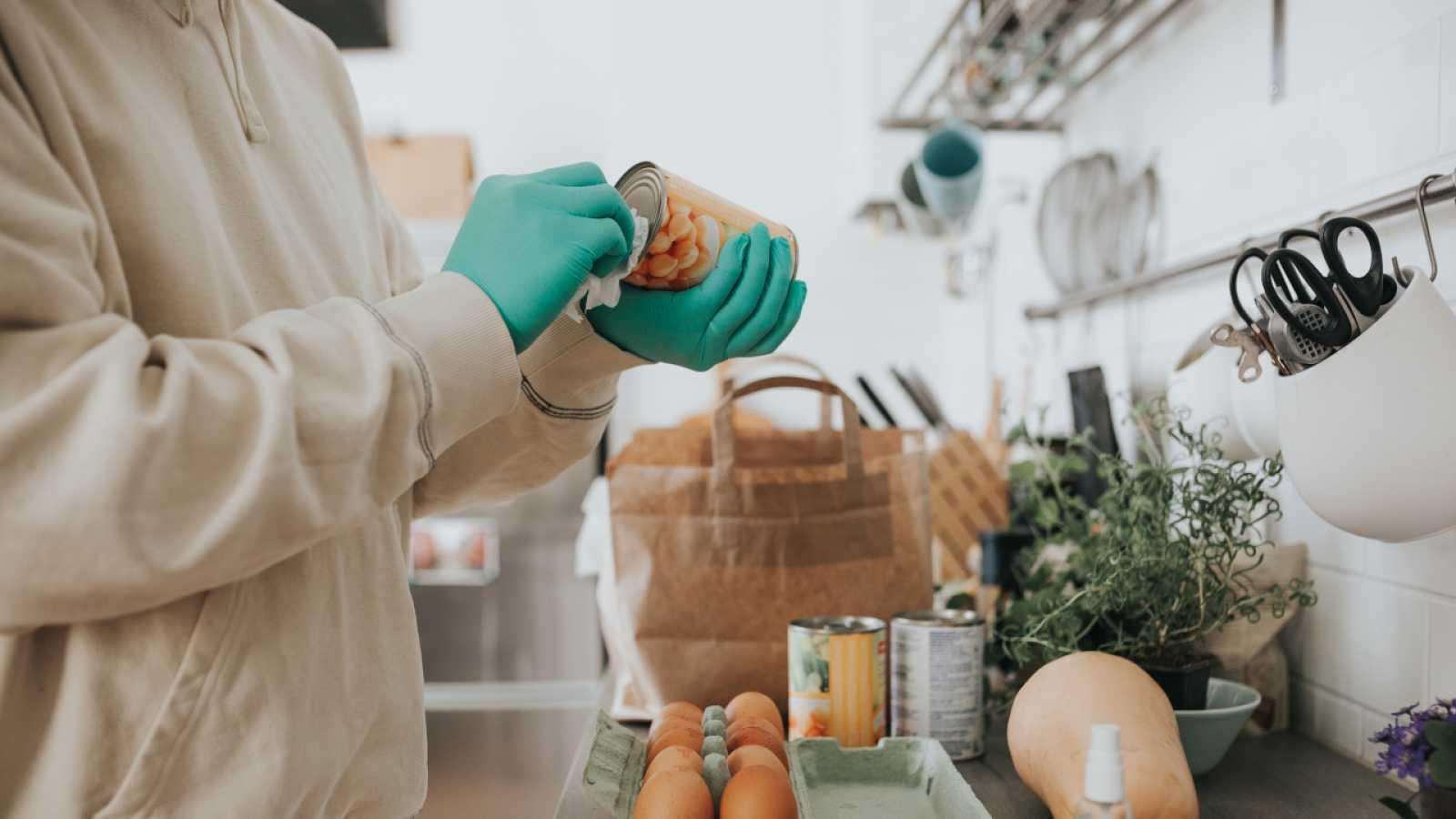 ¡Te enseñamos trucos muy fáciles para desinfectar la compra y tu casa!