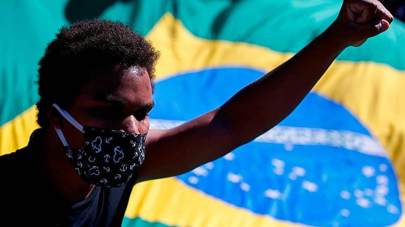 La crisis sanitaria por el coronavirus eleva la polarización política en Brasil
