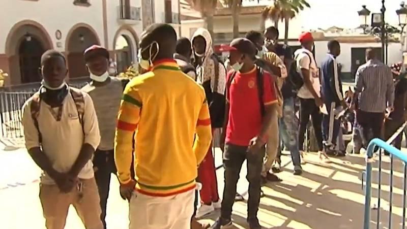 Cientos de migrantes engañados por un bulo sobre el ingreso mínimo vital