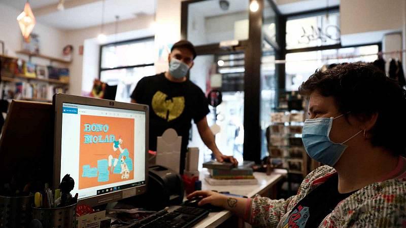 La solidaridad vecinal da un respiro a los comercios de barrio