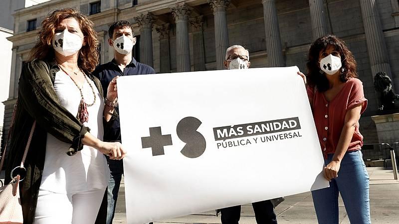 Los sanitarios madrileños se concentran para pedir medidas que refuercen y protejan la sanidad pública
