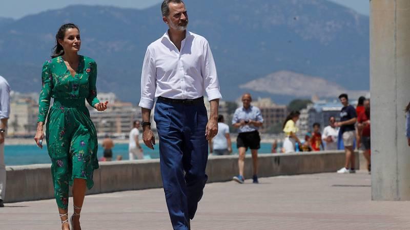 Los reyes visitan Baleares y se reúnen con representantes del sector turístico