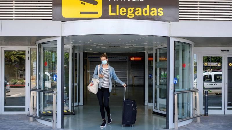 """Montero: """"Creemos imprescindible que haya un acuerdo sobre los aeropuertos con toda la Unión Europea""""."""