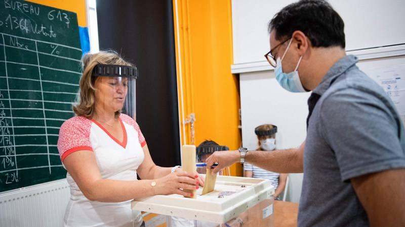 Francia celebra la segunda vuelta de las elecciones municipales aplazadas por la pandemia del coronavirus