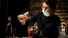 Madrid adelanta la apertura de bares y discotecas a este viernes