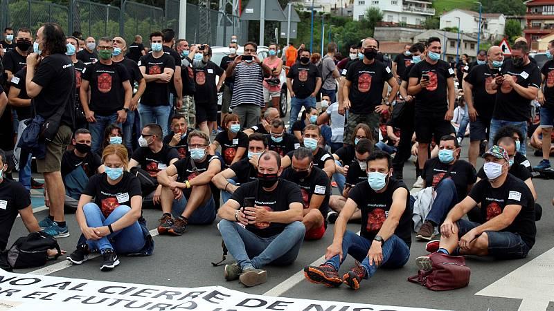 Los trabajadores de Nissan Barcelona vuelven a manifestarse en Santander contra el cierre de la factoría